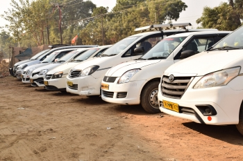 Sharing taxi for Agra tour